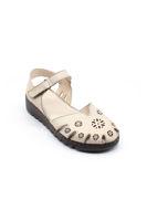 Selsan Bal Önü Kapalı Çiçekli Rahat Deri Sandalet BEJ