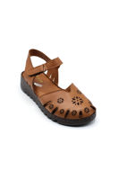 Selsan Bal Önü Kapalı Çiçekli Rahat Deri Sandalet TABA